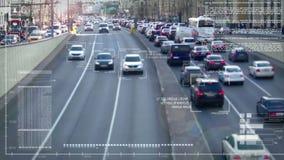 Automobili della pista sulla strada stock footage