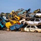 Automobili della roba di rifiuto sul Junkyard Immagine Stock