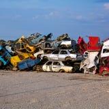 Automobili della roba di rifiuto sul Junkyard Fotografia Stock Libera da Diritti