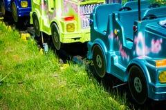 Automobili di giro di divertimento in un parco del gioco Fotografie Stock Libere da Diritti