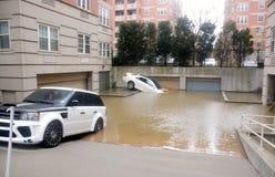 Automobili di inondazione fotografia stock libera da diritti