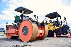 Automobili di riparazione della strada in scalo merci Giappone Kagoshima fotografie stock