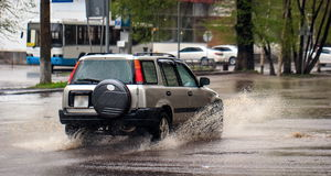 Automobili e pioggia fotografia stock