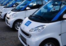 Automobili elettriche al quadrato della diga Fotografie Stock