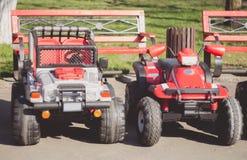 Automobili elettriche rosse per i bambini Fotografie Stock Libere da Diritti