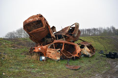 Automobili fuori bruciate rubate sull'orlo di una riserva naturale delle zone umide di RSPB Fotografia Stock Libera da Diritti