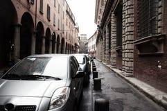 Automobili parcheggiate in Italia fotografia stock