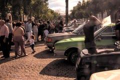 Automobili parcheggiate nel festival di tum di vecchie automobili 16 immagine stock