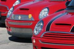 Automobili rosse di Mini Cooper Fotografia Stock Libera da Diritti
