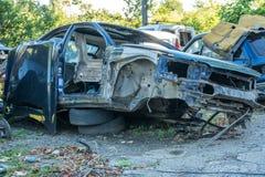 Automobili smantellate automobili per riciclare scarico di vecchie automobili Fotografie Stock Libere da Diritti