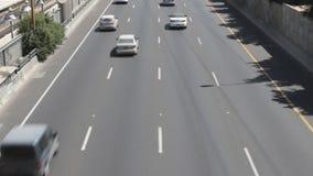 Automobili sui vicoli della strada principale