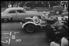 Automobili sul circuito della corsa video d archivio