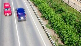 Automobili sulla strada con moto della sfuocatura Fotografia Stock Libera da Diritti