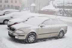 Automobili sulla via di Praga Immagini Stock
