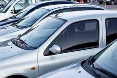 Automobili in una fila Fotografia Stock