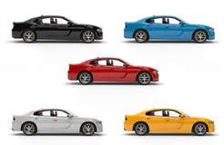 Automobili veloci moderne della città in nero, in bianco, in rosso, in giallo ed in blu fotografia stock