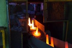 Automobilowa części produkcja gorącym skucie procesem obraz stock