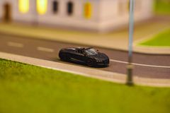 Automodel in de stad stock afbeeldingen
