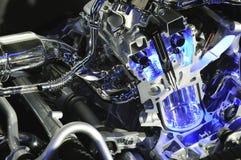 Automotor mit blauem Lichtstrahl Stockbilder