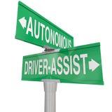Autonom körning Vs Ro för chaufförAssist Features Technologies bil Royaltyfria Foton