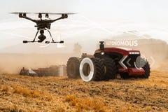 Autonom traktor och surr royaltyfri bild