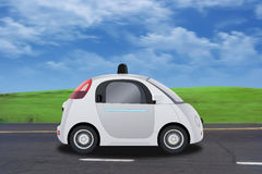 Autonomes selbst-treibendes driverless Fahrzeugfahren auf die Straße Stockbilder
