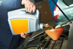 Autoonderhoud - olie het vervangen royalty-vrije stock afbeeldingen