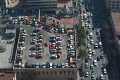 Autoparken auf dem Dach eines Gebäudes an Mexiko-Ci Lizenzfreie Stockbilder