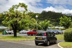 Autoparken nahe Tahiti-Flughafen lizenzfreie stockfotografie