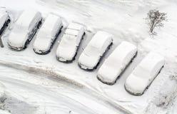 Autoparkeren na zware sneeuwval Royalty-vrije Stock Afbeeldingen