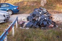 Autoparkplatz blockiert mit Plastiktaschen lizenzfreie stockfotos