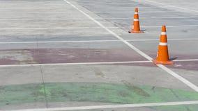 AutoParkplatz mit weißem Kennzeichen Stockfotografie