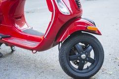 Autopedmotor op Stadsstraat Royalty-vrije Stock Foto