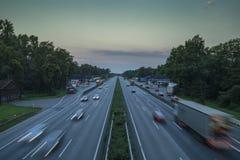 Autopista alemana por la mañana imagen de archivo libre de regalías