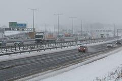 Autopista británica M1 durante tormenta de la nieve Fotografía de archivo libre de regalías