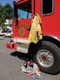 Autopompa antincendio con il pompiere Gear, Rutherford, New Jersey, U.S.A. Immagini Stock Libere da Diritti