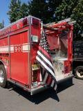 Autopompa antincendio con la bandiera americana sottile della linea rossa, Rutherford, New Jersey, U.S.A. Fotografia Stock