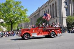 Autopompa antincendio nella parata. fotografia stock