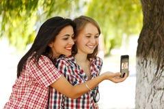 Autoportrait avec le smartphone Image stock