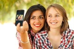 Autoportrait avec le smartphone Photo stock