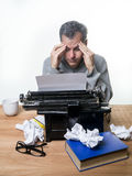 Autor, der ein Buch schreibt Lizenzfreie Stockfotos