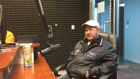 Autor des ersten Pochen-Romans in der Welt Michael Salita auf russischem Radio Lizenzfreies Stockbild