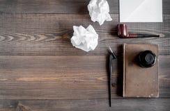 Autora biuro w pisarskim pojęciu na biurka tła odgórnego widoku egzaminie próbnym up Zdjęcia Royalty Free