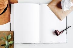 Autora biuro w pisarskim pojęciu na biurka tła odgórnego widoku egzaminie próbnym up Fotografia Stock