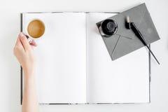 Autora biuro w pisarskim pojęciu na biurka tła odgórnego widoku egzaminie próbnym up Obrazy Stock