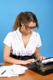 Autore femminile sveglio con l'annata fotografia stock