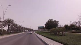 Autoreise auf Yas-Insel im Abu Dhabi-Vorratgesamtlängenvideo stock video footage