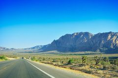 Autoreise durch Wüste, Las Vegas, Nevada Lizenzfreies Stockfoto