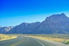 Autoreise durch Wüste, Las Vegas, Nevada Lizenzfreie Stockbilder