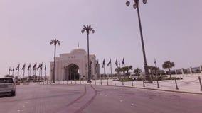 Autoreise nahe dem Präsidentenpalast im Abu Dhabi-Vorratgesamtlängenvideo stock footage